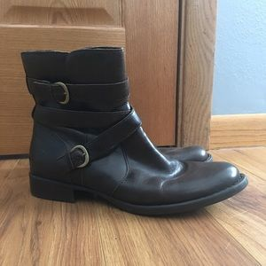 Born Women's boots size 10
